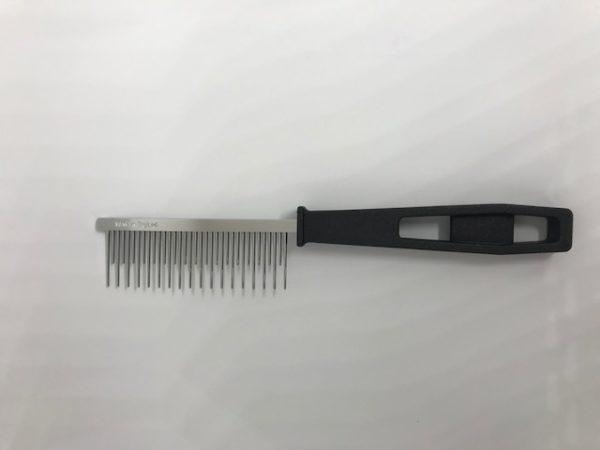 cat moulting comb